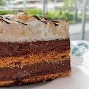 My birthday complimentary cake - roasted marshmallow smores cake from @starbuckssg at @tiongbahruplazasg❤️❤️#sgfoodies #yummylicious #burpple #foodsg  #sgfoodporn #yummilicious  #yum #hungrygowhere #eatoutsg #foodpornsg #instafoodsg #foodsgram #delicious #singaporeeats #sgfoodblogger #instasg #foodporn #sgfood  #foodblogger #sgcafe  #nomnom #sgfoodie #igsg #sgig #foodblog #smores #marshnallow