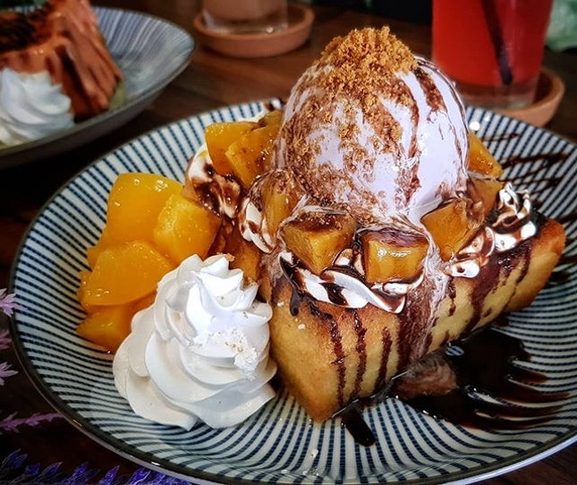 [The Otter's Toast] Fresh Cream Peach Shibuya Toast with Lavender Honey Ice cream S$12.90 from @theotterstoast It is a Hidden Gem in Bedok.
