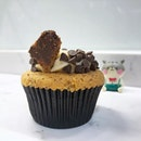 Try the new cookie dough-ey cupcake inspired by Ben & Jerry's new Weirdough flavours!