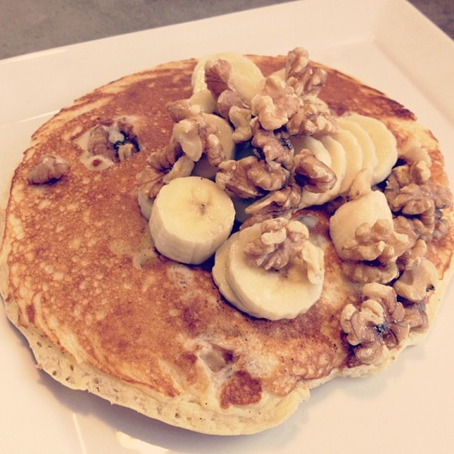 Banana & walnut pancakes!