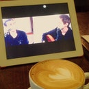 #zedd #clarity cover by @landonaustin @alexgoot @lukeconard with #illy #coffee #club #sandwich ah!