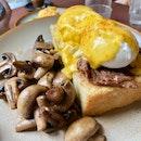 Eggs benedict Brooklyn 🐮🐮🐮