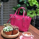 @bubblebeemy impressive interior, love the #indoorgarden #outdoors hanging #garden , #mocha served in #dusty #pink #coffee #cup sooo #sweet 🛍💝💕 #coach #handbag #slingbag #hotpink very hot !