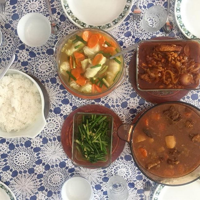 We've not had Rolling Stew in ages so were pleased at today's lunch that came with other yummies like @verondiva 's Oxtail Stew, Stir-fried Chye Sim and Uncle George' Sambal Pork Chops with Baked Beans #sgig #sgrestaurant #sgfood #8dayseat #burpple #whati8today #hungrygowhere #liveauthentic #foodbeast #thekitchn #yahoofood #beautifulcuisines #eeeeeats #eatfamous #thefeedfeed dailyfoodfeed #onthetable #lifeandthyme #f52grams #tastingtable #huffposttaste #heresmyfood #buzzfeast #eattheworld #foodandwine #foodstagram #nomnomnom #forkyeah #foodvsco #sixthsenseprsundaylunch
