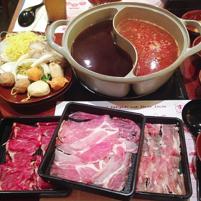 Was starving & craving for a meat buffet so we went to Suki-ya where I devoured 7 plates of meat while the bf only had 5 😱😱😱..