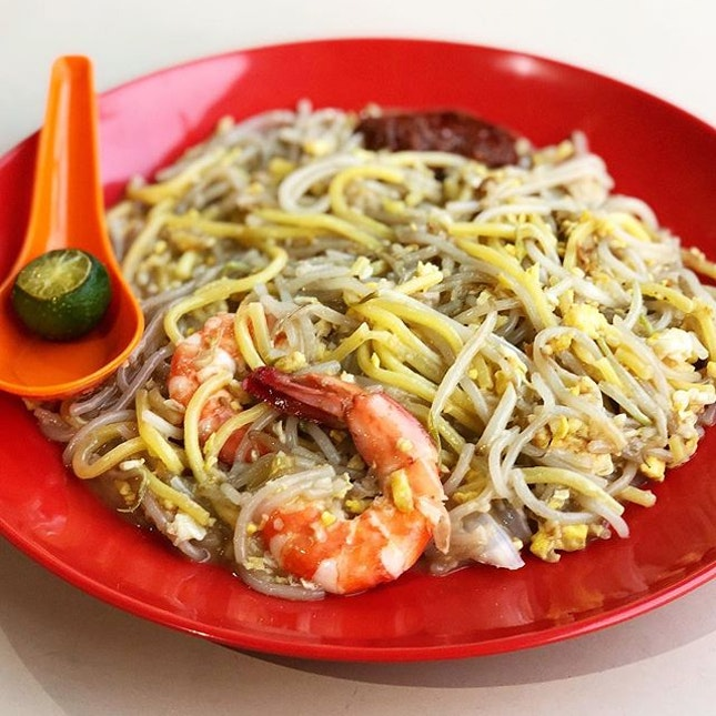 It was my first time visiting Circuit Road Food Centre and i chanced upon a humble looking fried hokkien mee stall which completely blew my expectations.