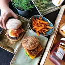 HANS IM GLÜCK has recently refreshed their menu for the first time since 3 years ago! The new menu features 10 new burgers, including 2 new vegan burgers with plant-based patty exclusive to HANS IM GLÜCK and vegan cheese, a first in Singapore.
