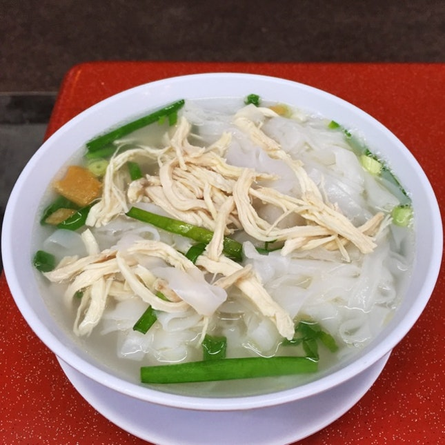 Ipoh Chicken Hor Fun Soup ($4.50)