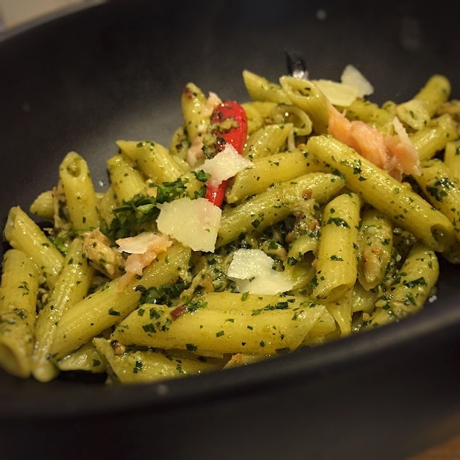 The Aglio Olio Pesto Smoked Salmon Pasta, one of the specials here, faired much better with us than the Aglio Olio Prawn.