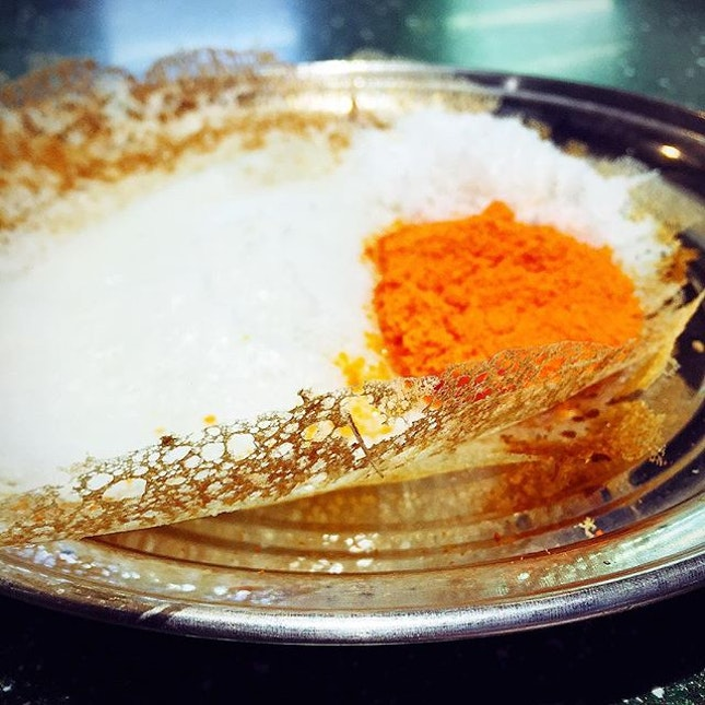 Which part of the appam do you eat first? The oh-so-delicate crisp lacy edge or the fluffy pillow of a middle? 😄