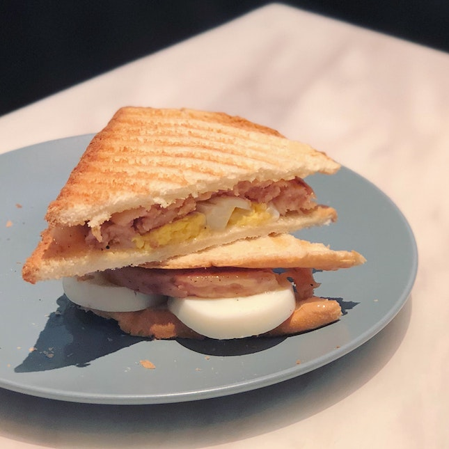 Luncheon Meat & Egg Toast ($5.90)