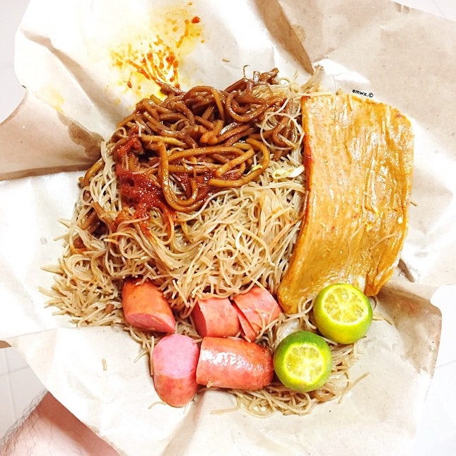 saturday's #brunch Bee Hoon Mee w/ Taiwanese Sausage and Giant Otah.