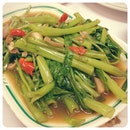 20120918 Stirfry kangkong; I SWEAR IT'S SUPER SUPER DUPER DUPER DELICIOUS.  I could eat it everyday!