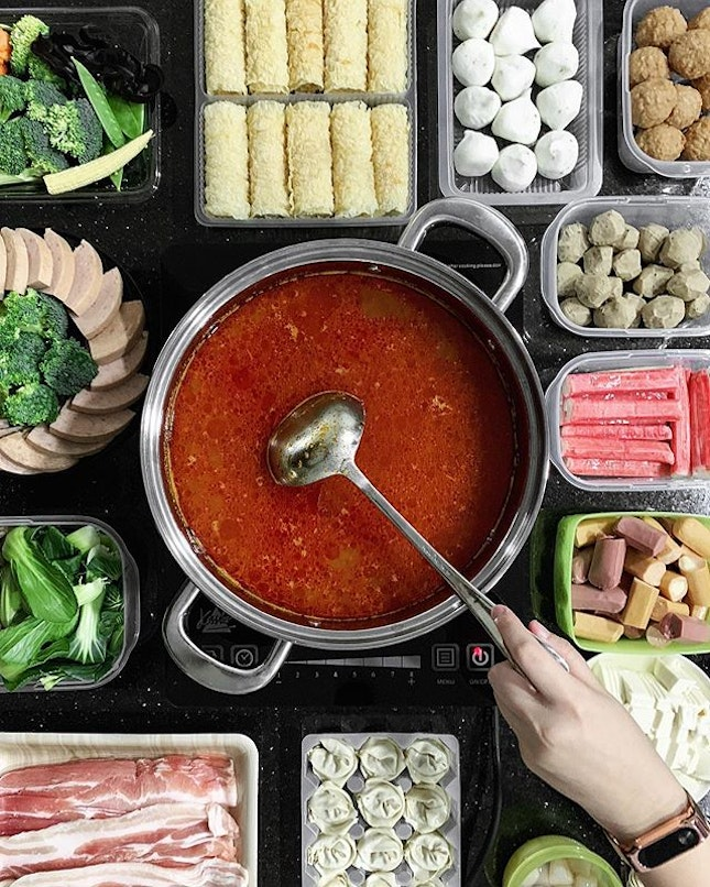 Food brings people closer and there is no greater feeling than to gather a group of friends at home for steamboat and have a good time together.