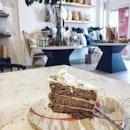 Earl grey Lavender 🍰 #cafehopping#potd#yum#foodporn#groundstory_stories#singaporeinsiders#craft#tableware#lifestyle#cafe#burpple#foodie#sethhiltongiveaway#desserts