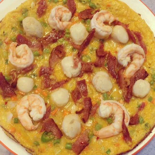 #lunch #seafood #bacon #omelet #pizza 🍕🍳🍤 #charlenekitchen