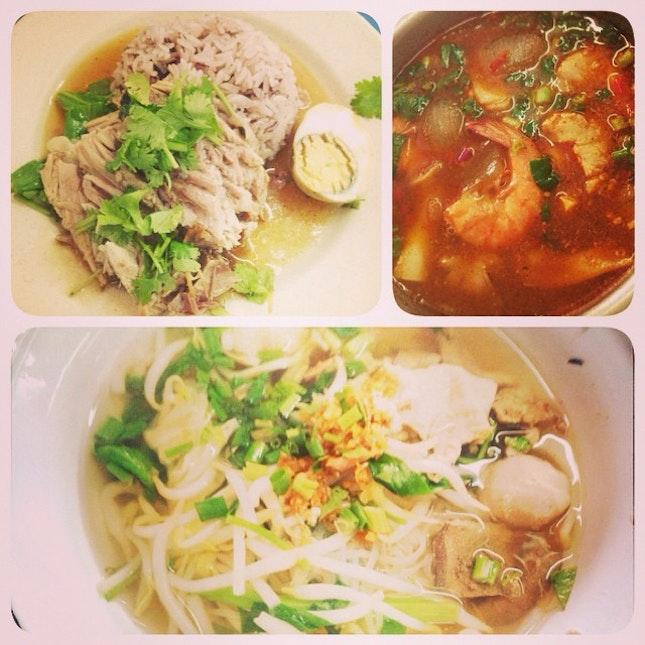 #thaistreetfood #yummy#favourite #thainoodlesoup#porklegrice#tomyam #hochiak