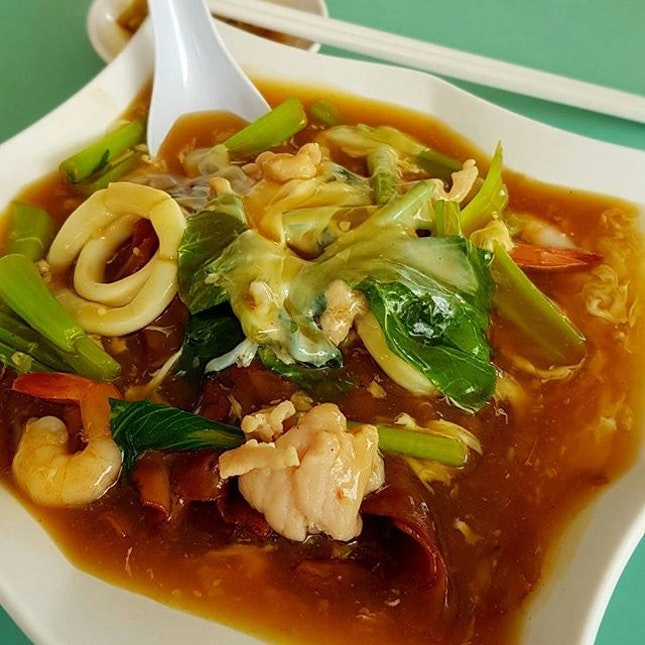 #lunch #tzichar #horfun #ricenoodle #seafood #chinesefood #food #foodie #foodstagram #ilovefood #icapturefood #instafood #foodporn #foodgloriousfood #epochtimesfood #foodblogger #yummy #delicious #coffeeshop #localfood #8dayseatout #eatout #burpple