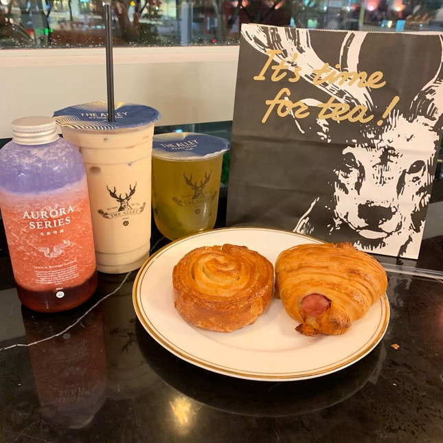 Good Pastries And Bubble Tea