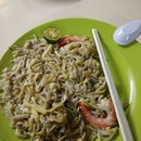 When I was at Bukit Timah Hawker for dinner I found 2 Fried Hokkien Prawn Mee Stall Which are good Both are recommended by @sethluicious .