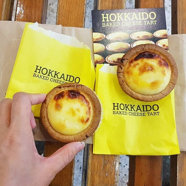 [HOT] Stumbled upon  #hokkaidobakedcheesetart while random roaming round jurong point!