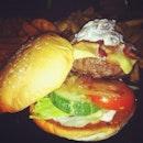 Sautéed mushroom & bacon cheeseburger 🍔