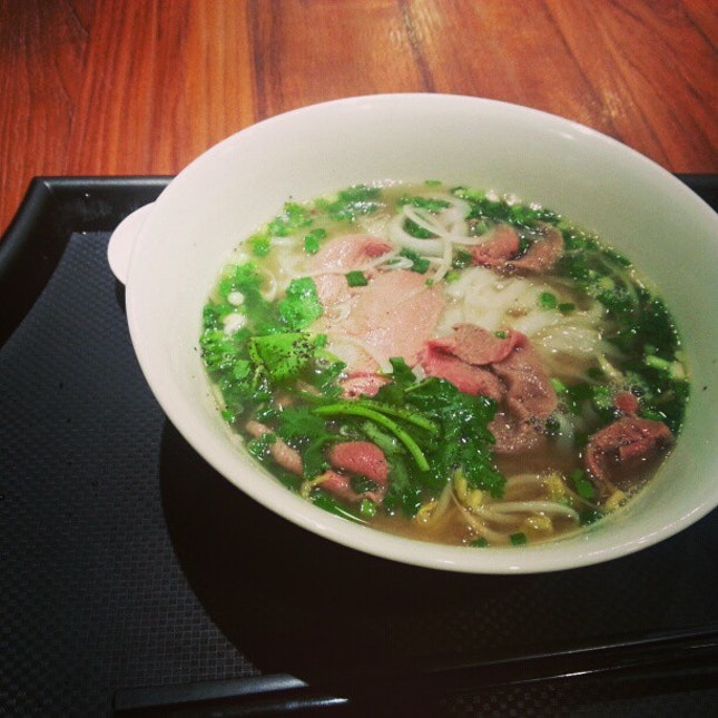 Absolutely delicious #pho #photai #vietnamese #soup #delicious #yum #hot #instanoodle #noodle #noodlestagram #beef #raw #yummy #nomnomnom
