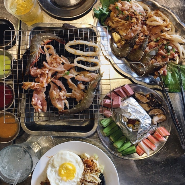 For Atmospheric Vietnamese Barbecue