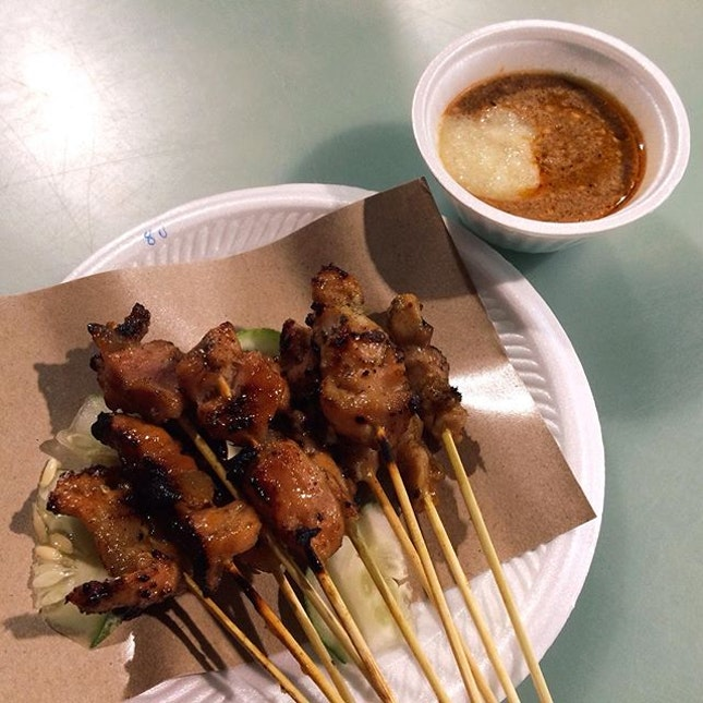 Have to satiate ourselves with Chicken and Pork Satays from Old Punggol Satay before a filling dinner
