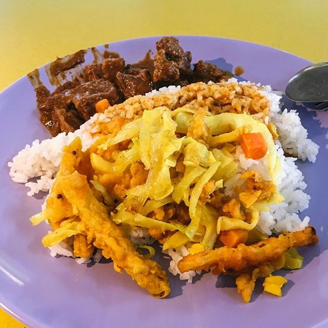 Tuas Village Eating House  Nasi Padang from Hajjah Seni Muslim Nasi Padang  The Nasi Padang comes with mutton rendang that was tender and coated in a spice paste that was spicy and rich in taste, as well as vegetables stir-fried with fries.