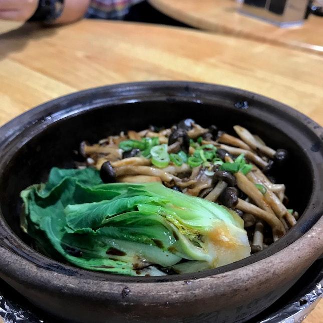 Assorted Mushrooms Claypot Rice ($7)