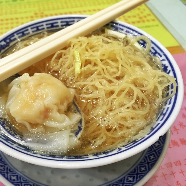 Famous among the locals, featured in CNN Best Hong Kong Wonton Noodles, it is definitely worth it.