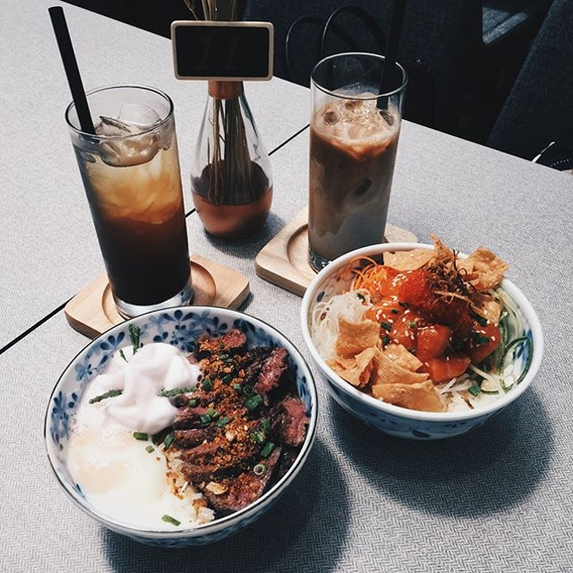 Would totally go back for seconds of the black pepper wagyu beef bowl & yu sheng bowl 😋 - #straybyfatcat #burpple #cafehoppingsg