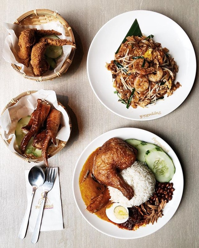 malaysian hawker food in the comfort of an air-conditioned setting at @papparichsg!