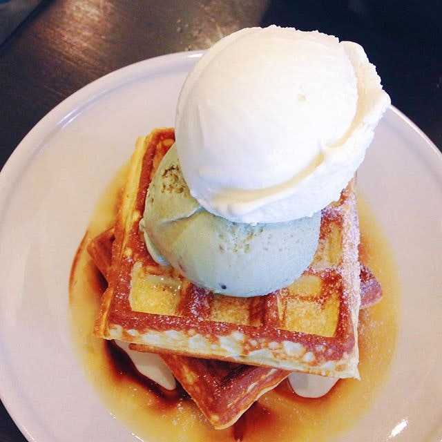 Waffles with Pistachio & Earl Grey Ice Cream ($8.50 + $2.50 for the extra scoop) 🍦.