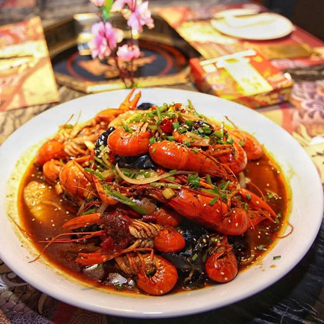 Spicy crawfish (current promo: $45 for 1kg) 🦐 ⭐️ 4/5 ⭐️ 🍴Live crawfishes are cooked in a traditional Sichuan Mala style, making them very fresh & yummy.