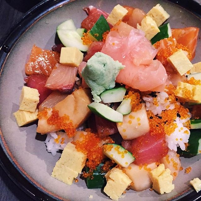 Bara Chirashi Don ($14.80) 🍱 ⭐️ 3.5/5 ⭐️ 🍴An affordable and yummy sashimi bowl found in town that came with miso soup and fruits.