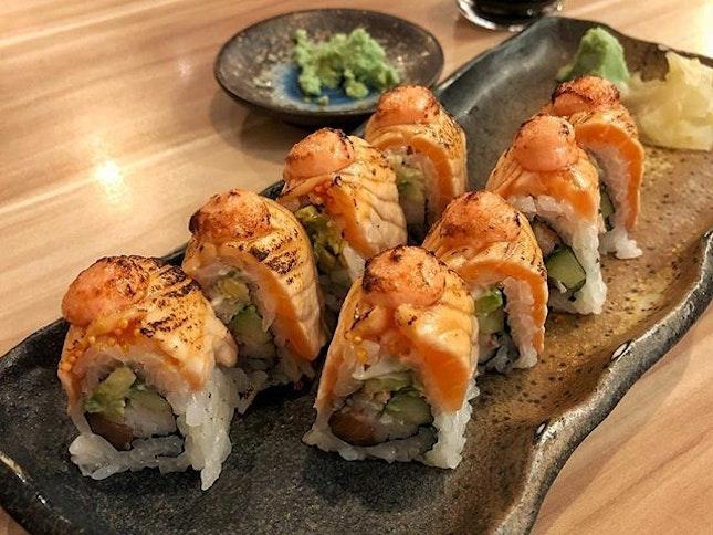 Salmon Aburi Roll ($16.90) 🍣 ⭐️ 4.5/5 ⭐️ 🍴One of my favourite rolls around.