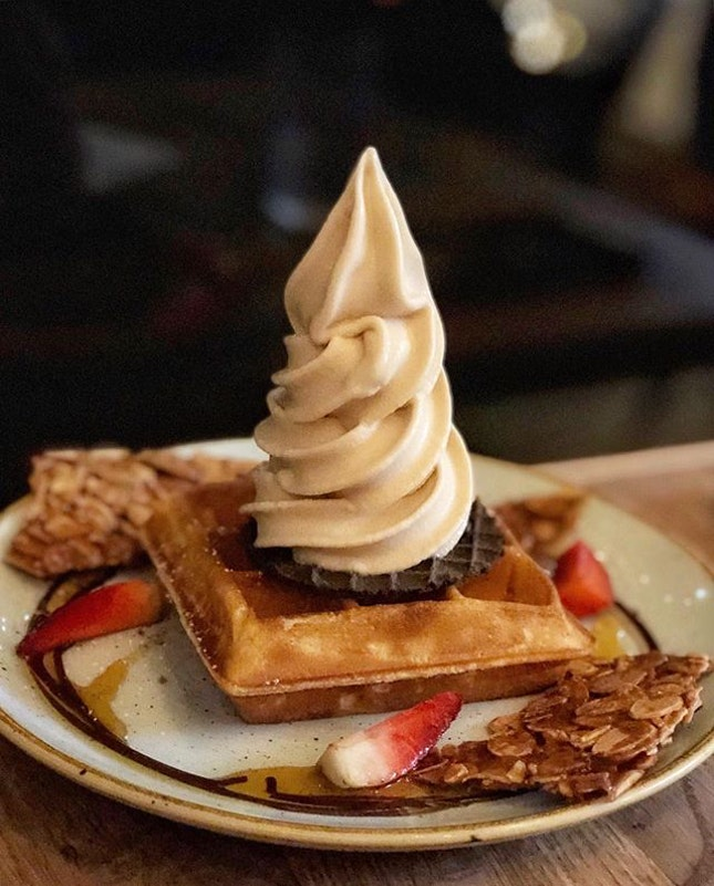 Single waffle ($10.70) 🍦 ⭐️ 4/5 ⭐️ 🍴Sunday folks is still as #instagrammable and popular as ever but I think their prices have gone up??