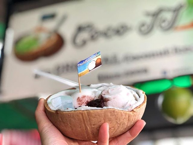 Coconut ice cream (60baht; S$2.40) ⭐️ 4/5 ⭐️ 🍴 When in Bangkok Chatuchak, coconut ice cream is a must try.