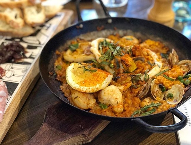 Seafood paella ($29) ⭐️ 3.5/5 ⭐️ Mostly meat platter ($27) ⭐️ 4/5 ⭐️ 🍴There's not many known food options in Yarra so this place is pretty popular.