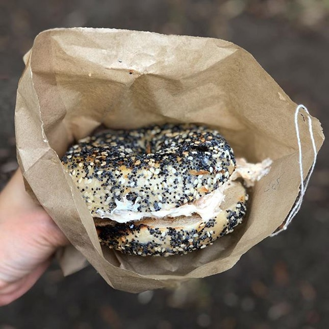 Trout bagel ($7) ⭐️ 3.5/5 ⭐️ 🍴A satisfying and filling bagel from the #unimelbfarmersmarket.