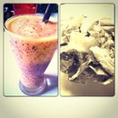 @faizzmeras choice of indulgence; Caesar Salad & the iced blended passionfruit smoothie.