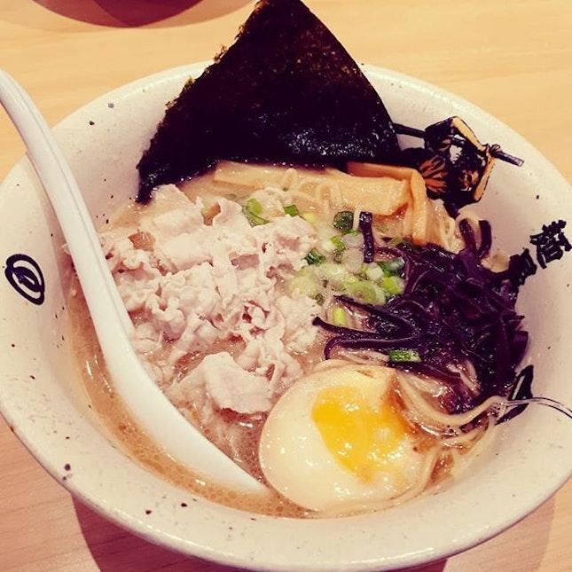 ramen 🍜 gyoza 🥟 lychee tea $12.90 only (from #fave )  #dinner #eatout #whatiate #nomnom #foodporn #cameraeatsfirst #ishootieat #foreverhungry #keepeating #sgfood #sgeats #sgfoodie #inmytummy #igsg #igers #menyamusashi #ramen #burpple #waterwaypoint #friday #japanesefood #favesg #makan #instafood #foodsg #letseat #livetoeat #eattolive