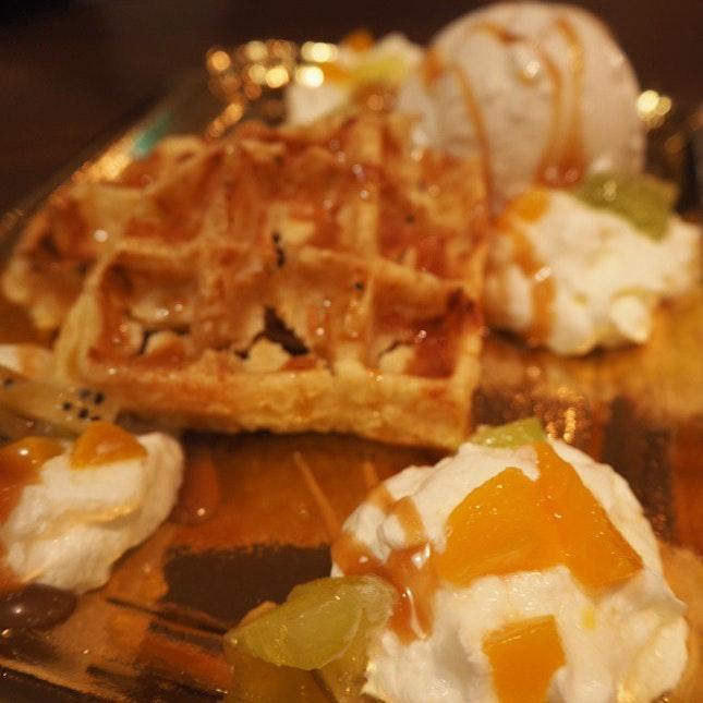 Vanilla gelato with waffles