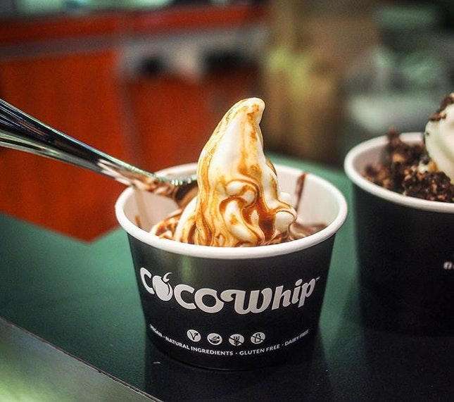 I'm always happy trying out healthy dessert, and this time it's CocoWhip, that is dairy, soy and gluten free!