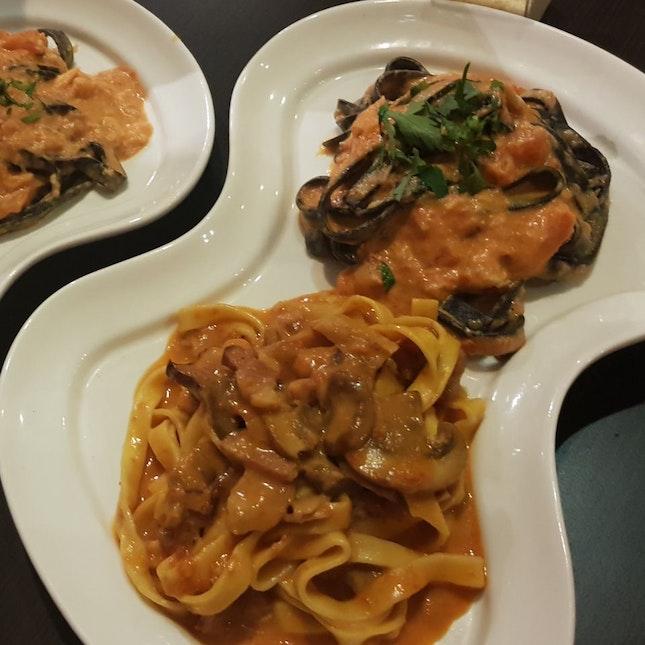 Bacon Mushroom And Crab Squid Ink Pasta!