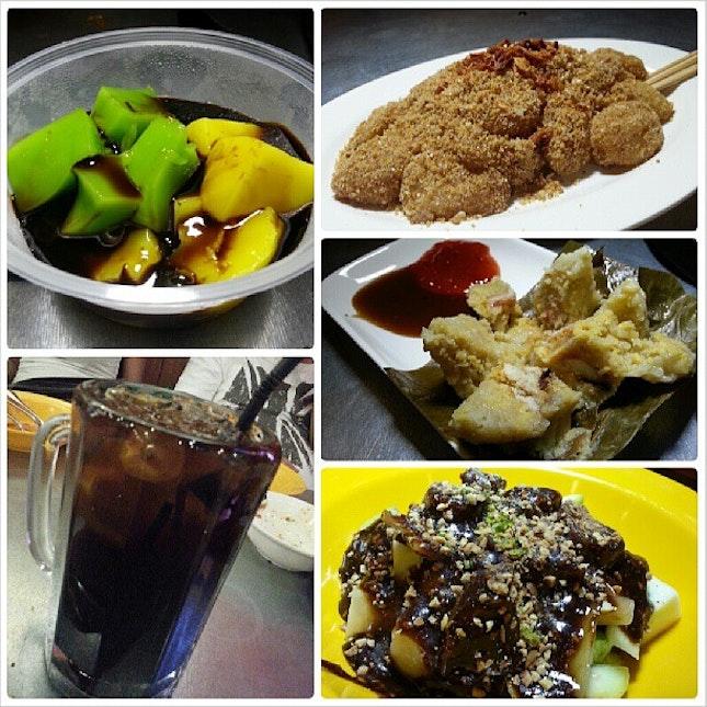 For dessert we're having Tee Nyah Kueh, Muar Chee, Iced Cin Cau Gula Melaka & Rojak.
