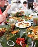 Aktiviti hari ini : 🍌🍃🍚 #takepicha #dinewithannna #livetoeat #bananaleafrice #blr #deviscorner #bangsar #foodkoma #foodspotting #burple #omnomnom