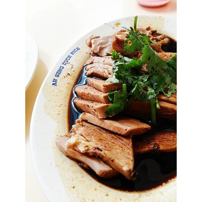 My favorite Braised Duck for lunch tpday(: #sgfood #foodsg #igsg #sgig #sgigfoodies #singaporefood #singaporean #singapore #instasg #instagramsg #instafood #sg #localeats #localfood #makanhunt #8dayseatout #lunch #serangoongardens #duckrice #braised #shiok  #sghawker #hawkersg #traditional